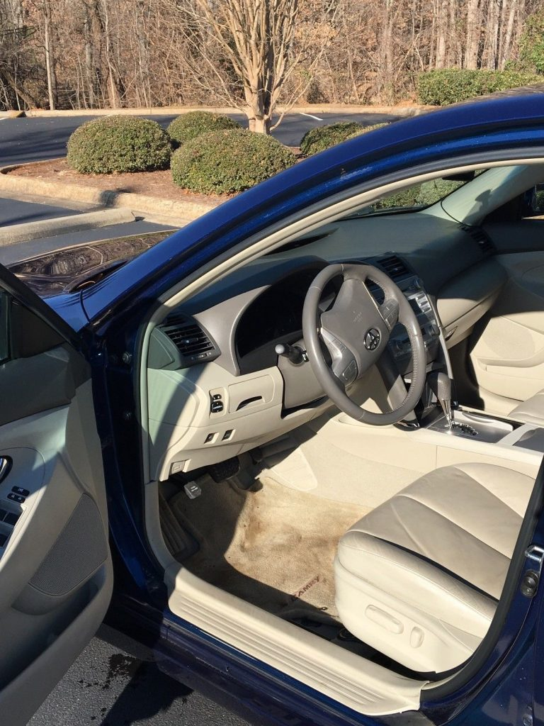 2010 Toyota Camry Tan – in very good condition