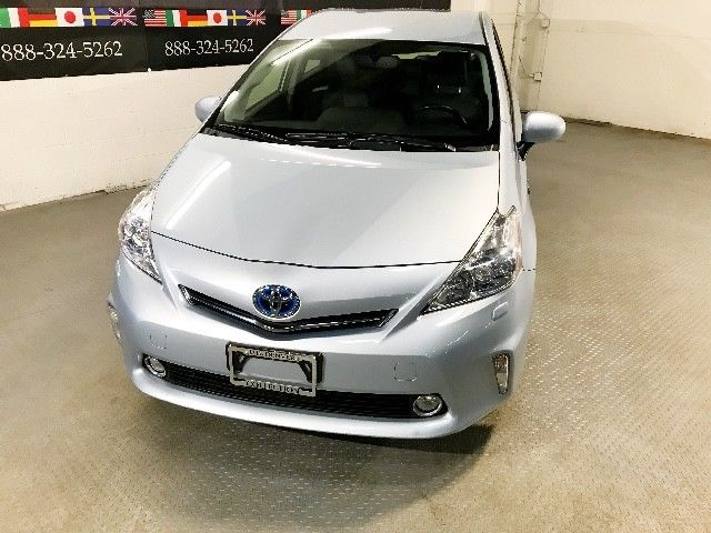 BEAUTIFUL 2013 Toyota Prius V Three